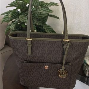 Brand New Michael Kors Small Pocket Tote Handbag